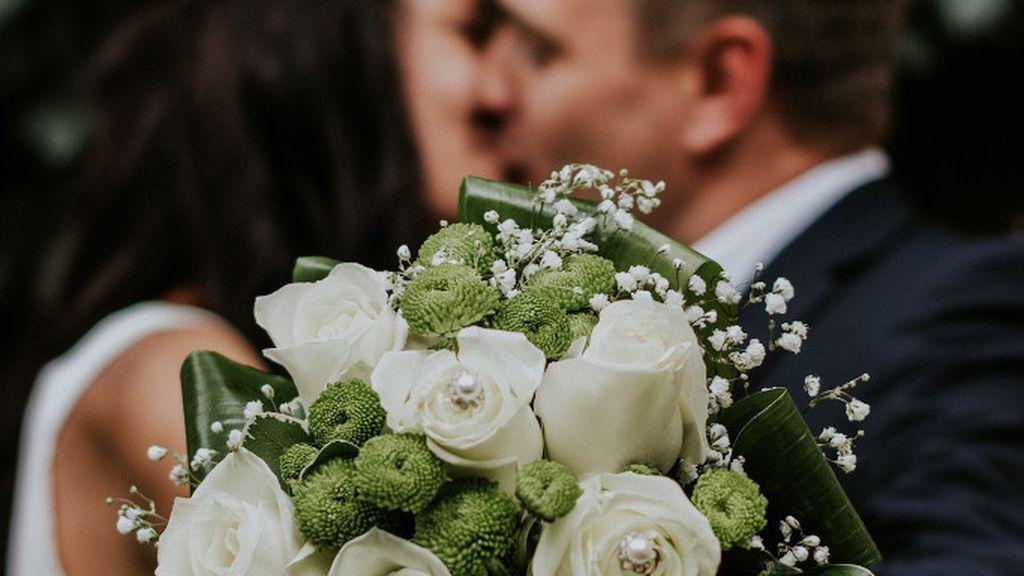 ¿Hay que pagar a Hacienda por los regalos y el dinero de la boda?