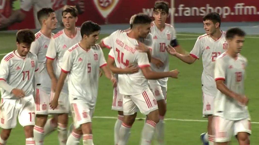 Los jugadores de la Selección celebran el gol de Hugo Duro.