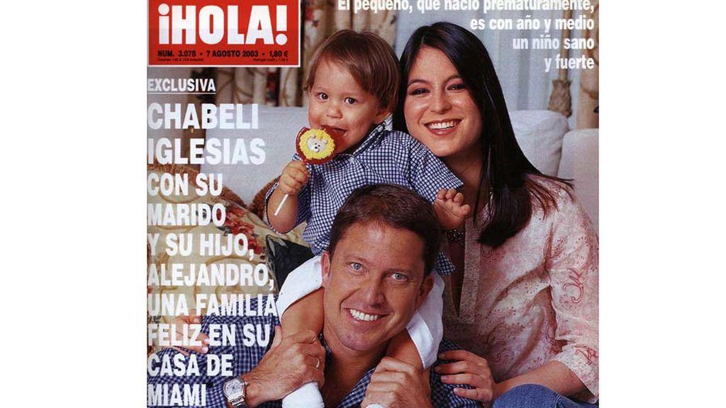 Chábeli Iglesias, con su marido y su hijo en la portada de ¡Hola!