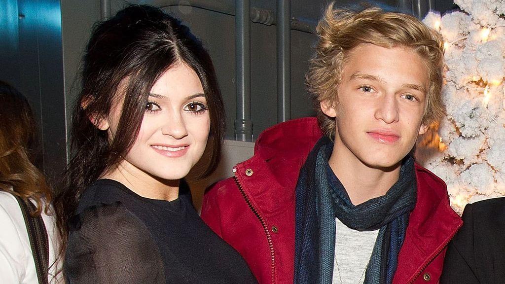 A la joven se le relación con el cantante Cody Simpson, ex de Miley Cyrus.