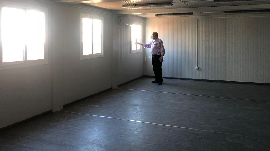 Interior del aula prefabricada