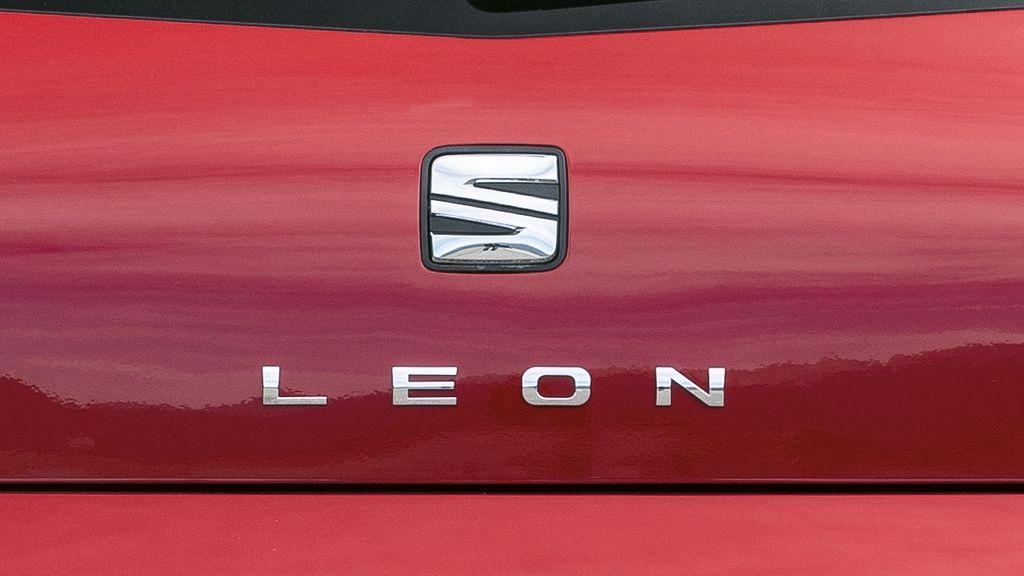 Alertan del riesgo de accidente en coches Seat León por problemas en el motor
