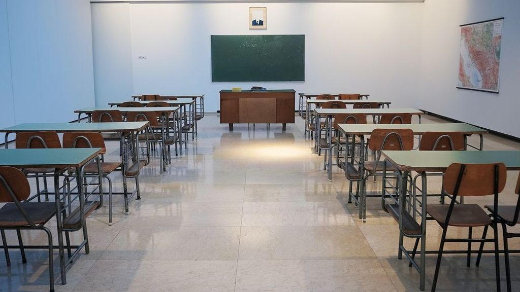 Un profesor vuelve a su aula tras siete meses