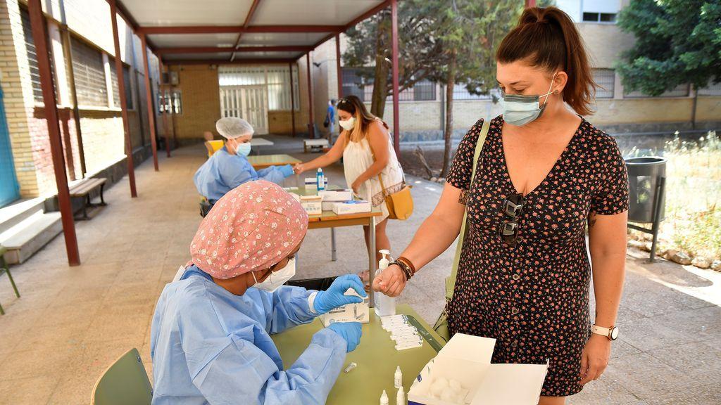 España suma 10.476 contagios de coronavirus y los casos del verano ya superan a los de la primera ola