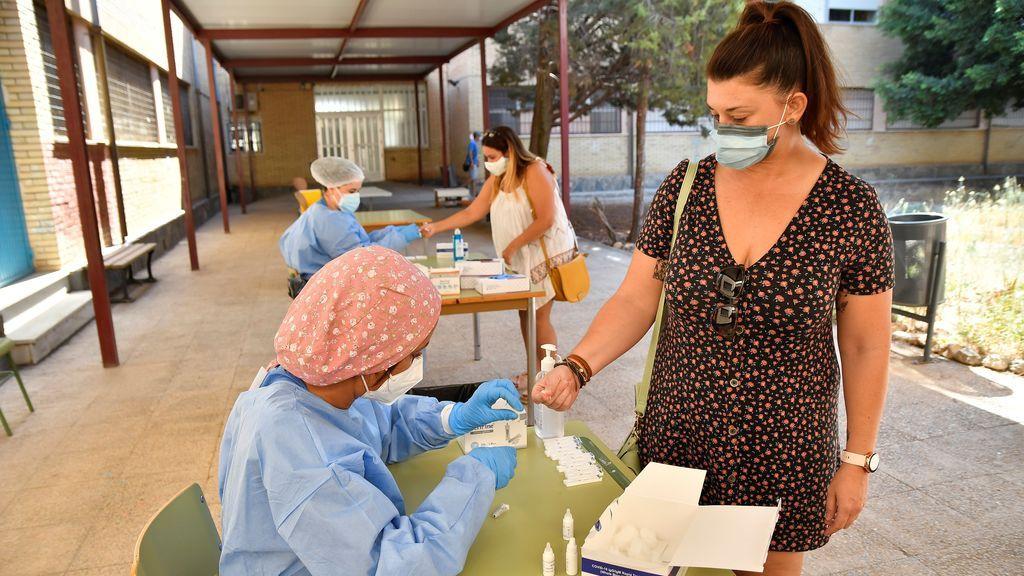Andalucía suma 28 hospitalizados en 24 horas hasta los 632, 97 de ellos en UCI, diez más