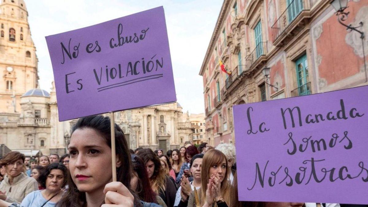 Un hombre viola a una mujer a plena luz del día en una playa de Murcia