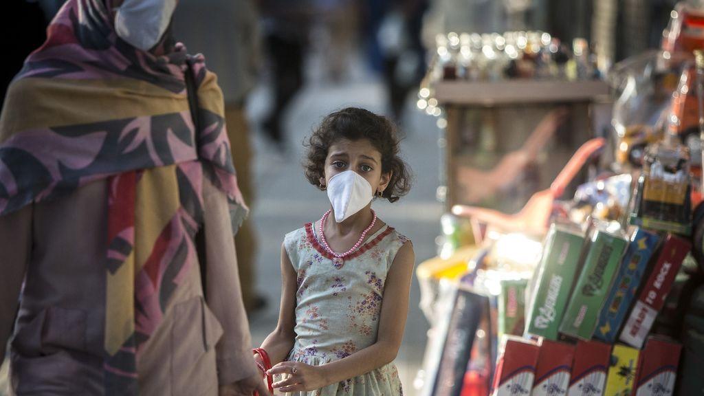 Irán inicia un nuevo curso escolar en medio del repunte de contagios