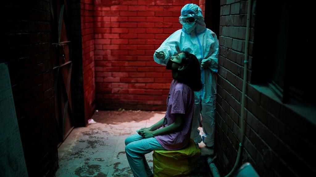 La pandemia de coronavirus marca nuevo récord con 304.626 nuevos casos y supera 874.000 muertos