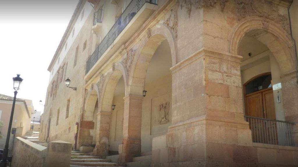 Cuatro meses de cárcel a la joven que abandonó a su bebé de tres meses en un cajero de Murcia