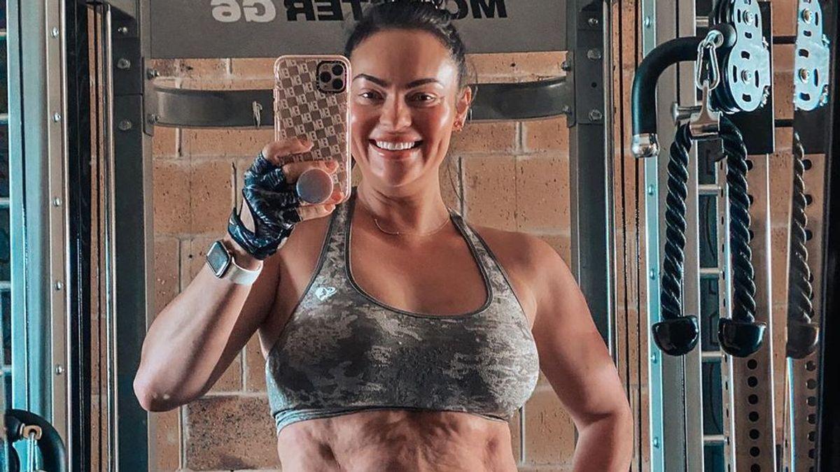 """Emily Skye, conocida influencer 'fitness', reivindica su cuerpo tras dar a luz: """"No te compares con nadie"""""""