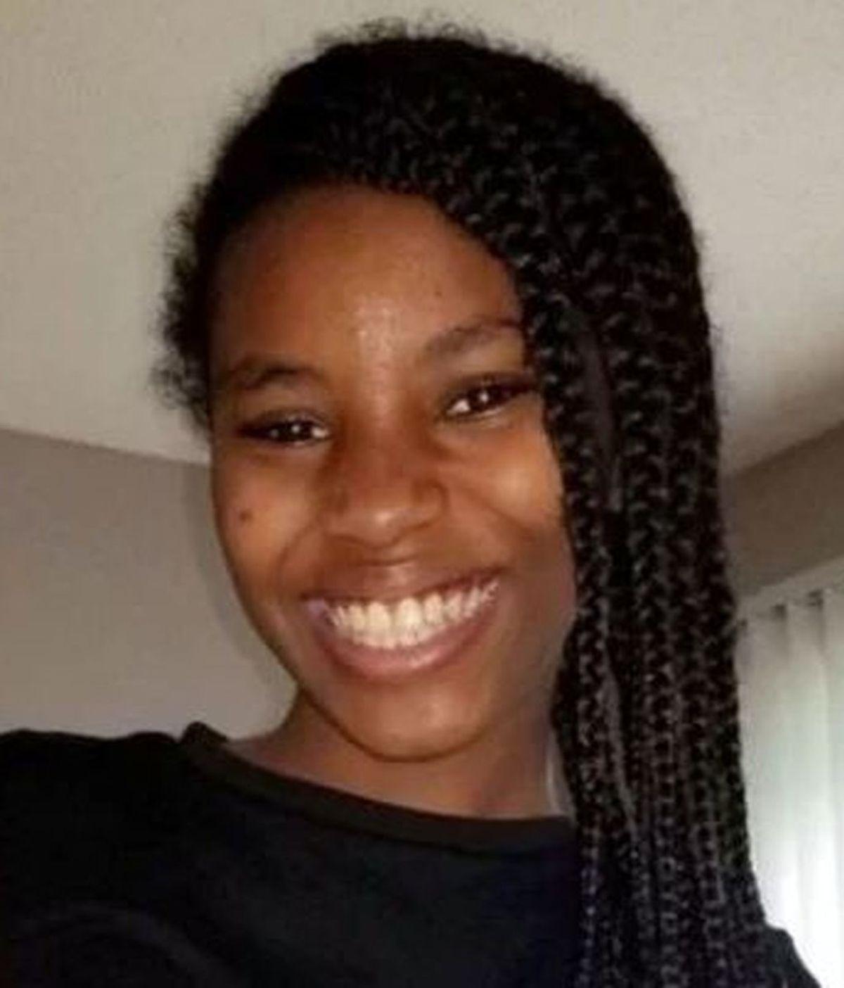 Una niña de 12 años protege a su sobrina, de 18 meses, durante un tiroteo
