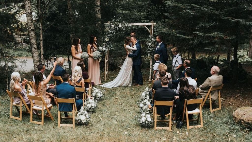 Bodas muy íntimas: ¿cuántas personas se necesitan como mínimo para poder celebrar un matrimonio?