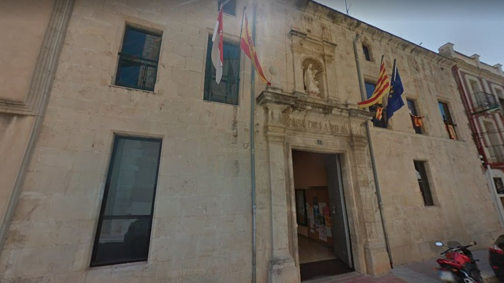Muere un conductor al chocar contra la fachada del Ayuntamiento de Ulldecona, en Tarragona