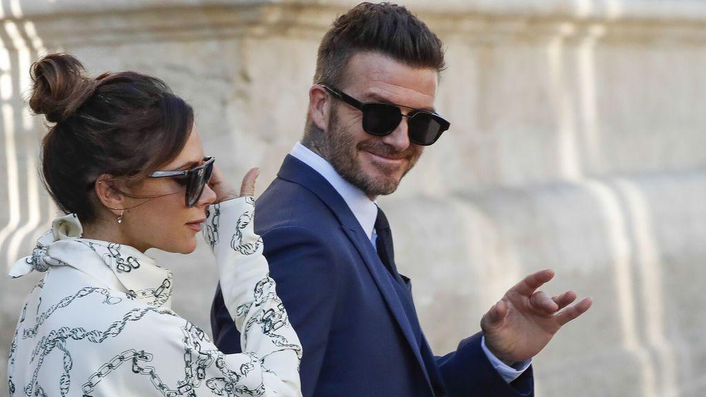 Las invitadas no podían utilizar colores fuertes y tampoco podían ir de blanco, como sí hizo Victoria Beckham.