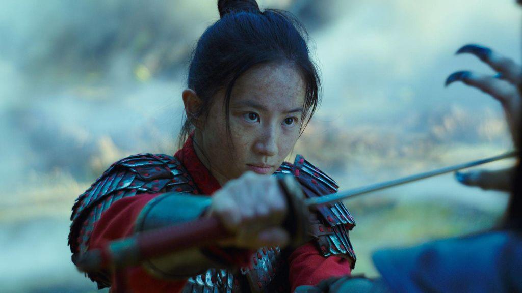 Liu Yifei en una de las escenas de la película 'Mulán'