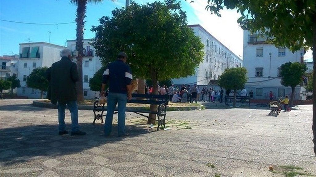 Unos 50 vecinos de un pueblo de Sevilla apedrean a los policías que fueron a abortar una fiesta
