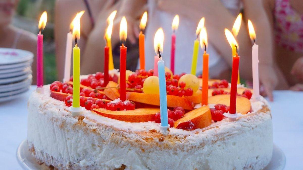 """Cantar """"Cumpleaños Feliz"""" podría aumentar la propagación del coronavirus por la liberación de gotas"""