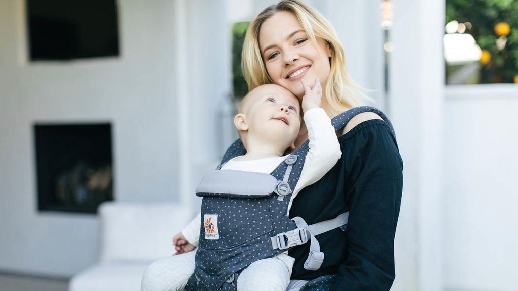 Para ello, los padres podrán llevar a sus retoños en un foulard o una mochila.