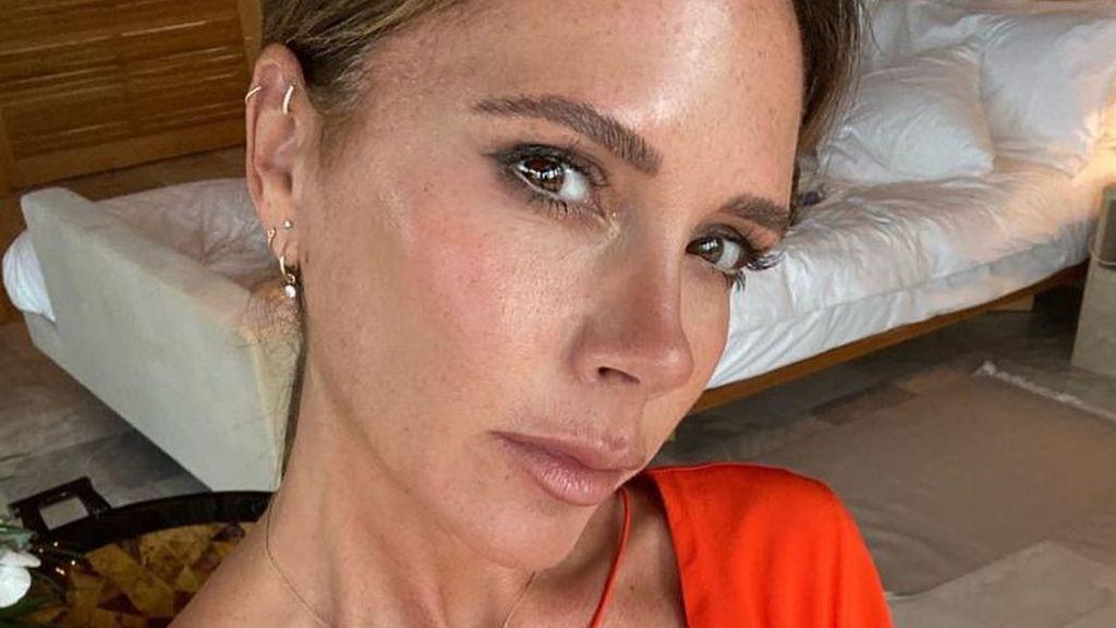 Del agua embotellada en luna llena al aceite de pescado: la estricta dieta que sigue Victoria Beckham desde hace 20 años