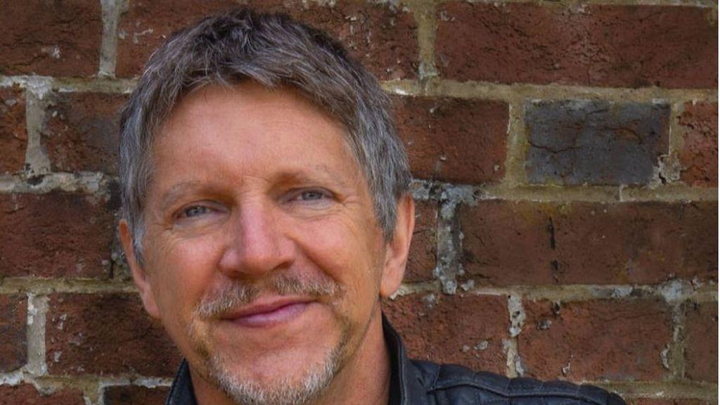 """Neil Buchanan, """"el manitas"""" de 'Art Attack' desmonta los rumores que le apuntaban como el autor detrás de Banksy"""