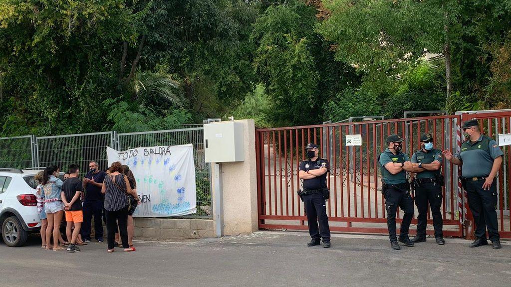 Las puertas del centro esta tarde en la residencia de Liria (Valencia)