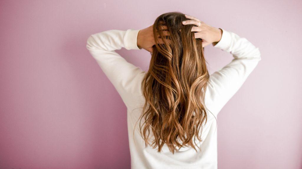 Los piojos provocan picor en el cuero cabelludo.