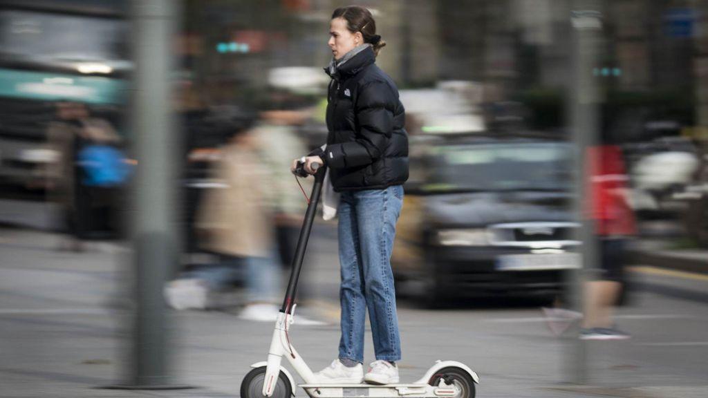 El Ayuntamiento de Madrid prohibe que las biciclestas y patinetes aparquen en la acera