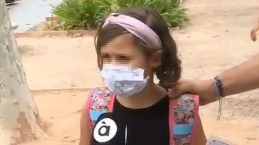 """""""Es mejor eso que morirse"""": la respuesta de una niña sobre el uso de la mascarilla en el cole que la ha hecho famosa"""