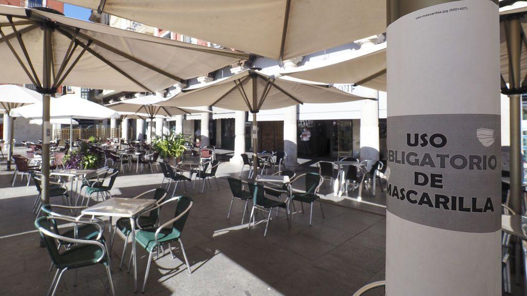 La Policía sorprende a 39 personas sin mascarilla en un bar de Valladolid