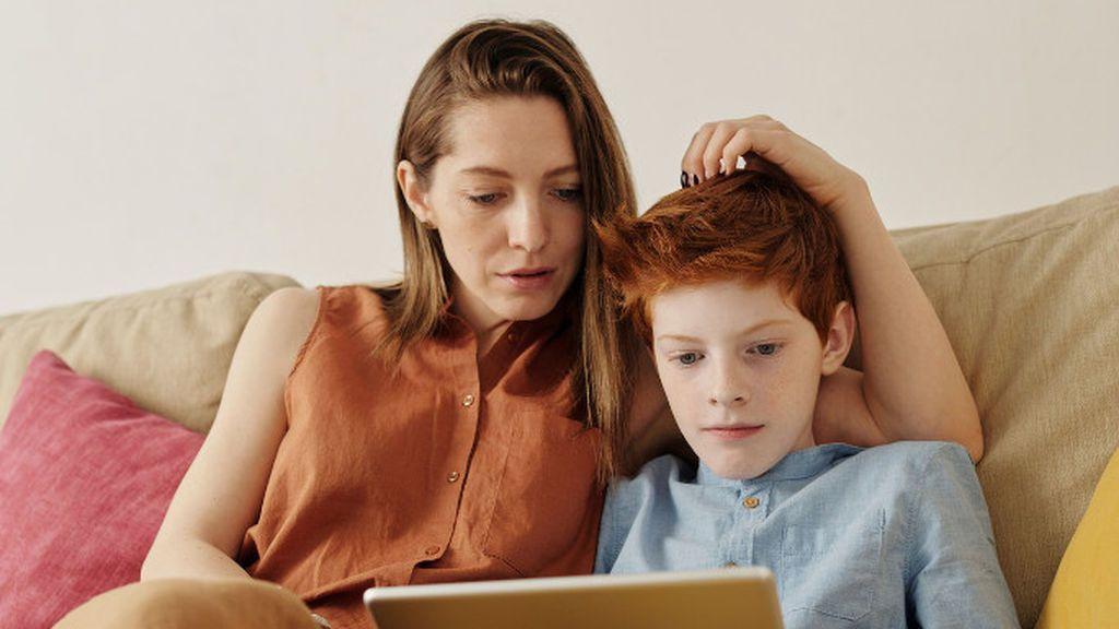 Mi hijo miente a menudo, ¿cómo debo actuar?