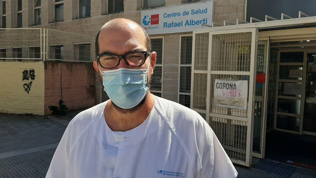 """Pablo Serrano, médico de familia: """"Hacemos auto-rastreo, que cada paciente avise a sus contactos, no damos para más"""""""