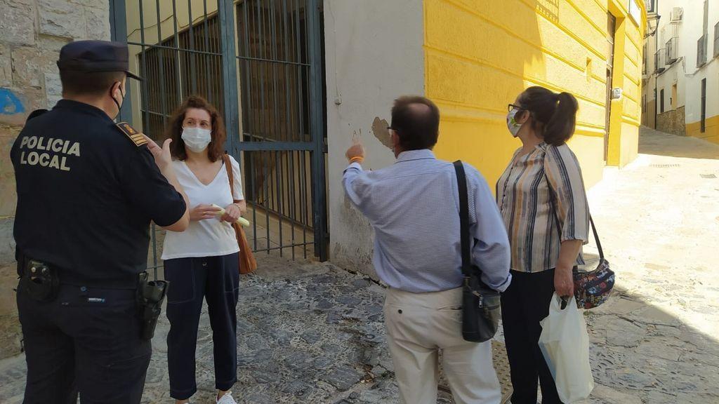 EuropaPress_3194884_concejal_miguel_castro_visita_barrio_merced
