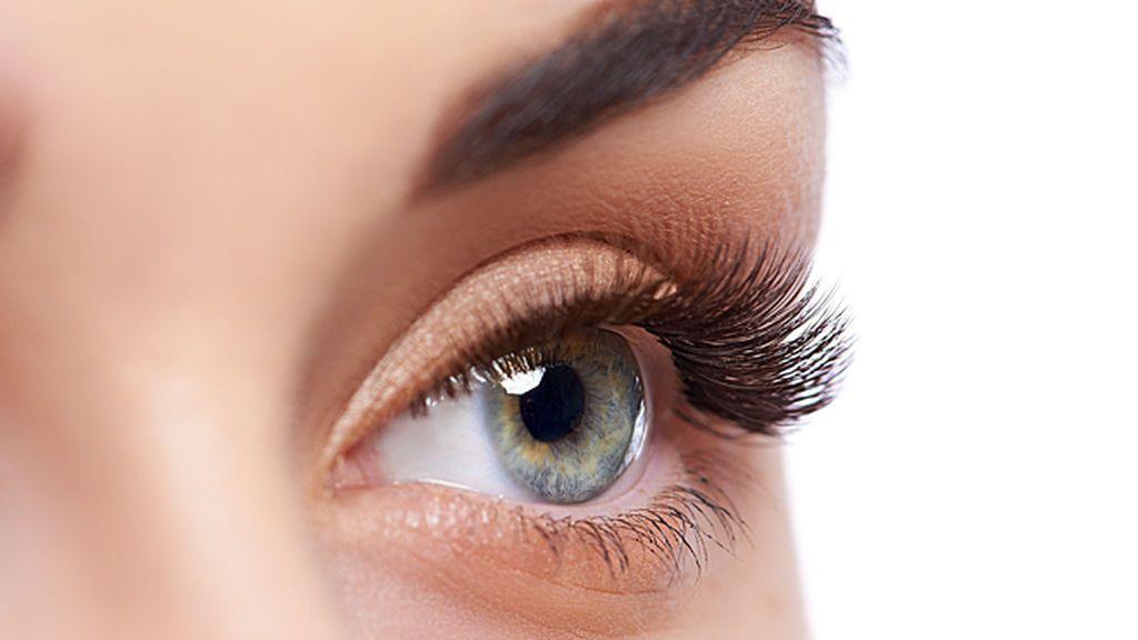 Aceite de ricino para fortalecer cejas y pestañas: ¿mito o realidad?