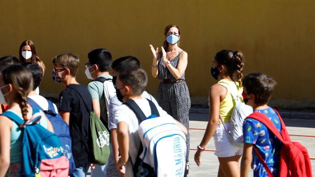 Los alumnos con resfriado o dolor de garganta tendrán que ir a clase si no tienen fiebre en Cataluña