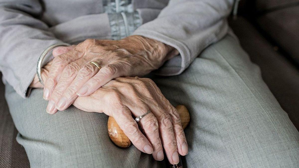 Un anciano en una residencia