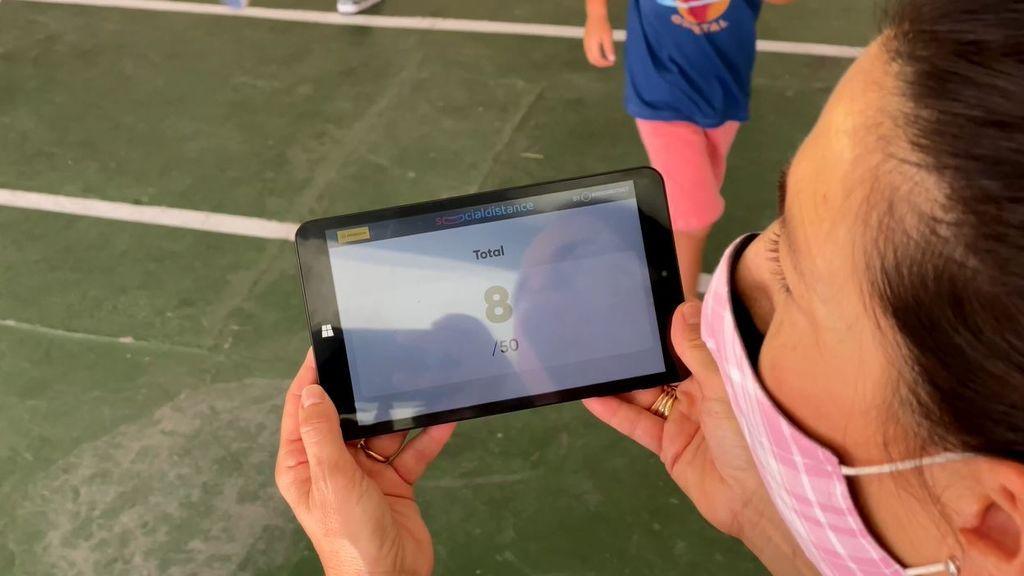 Las tutoras controlan desde otro dispositivo el movimiento de sus alumnos.