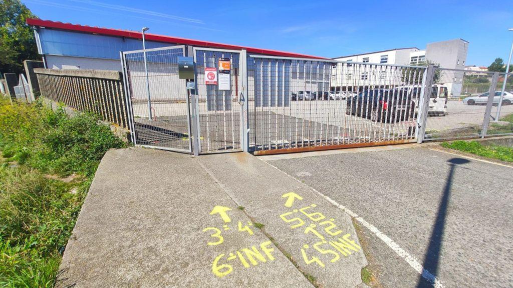 Detención en un colegio de A Coruña: un padre se niega a usar mascarilla y amenaza con un 'muletazo' a la policía