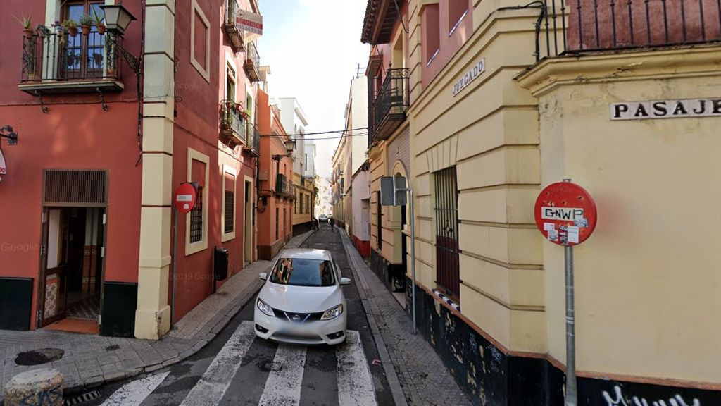 La Policía investiga a los padres del niño muerto en Sevilla en su vivienda