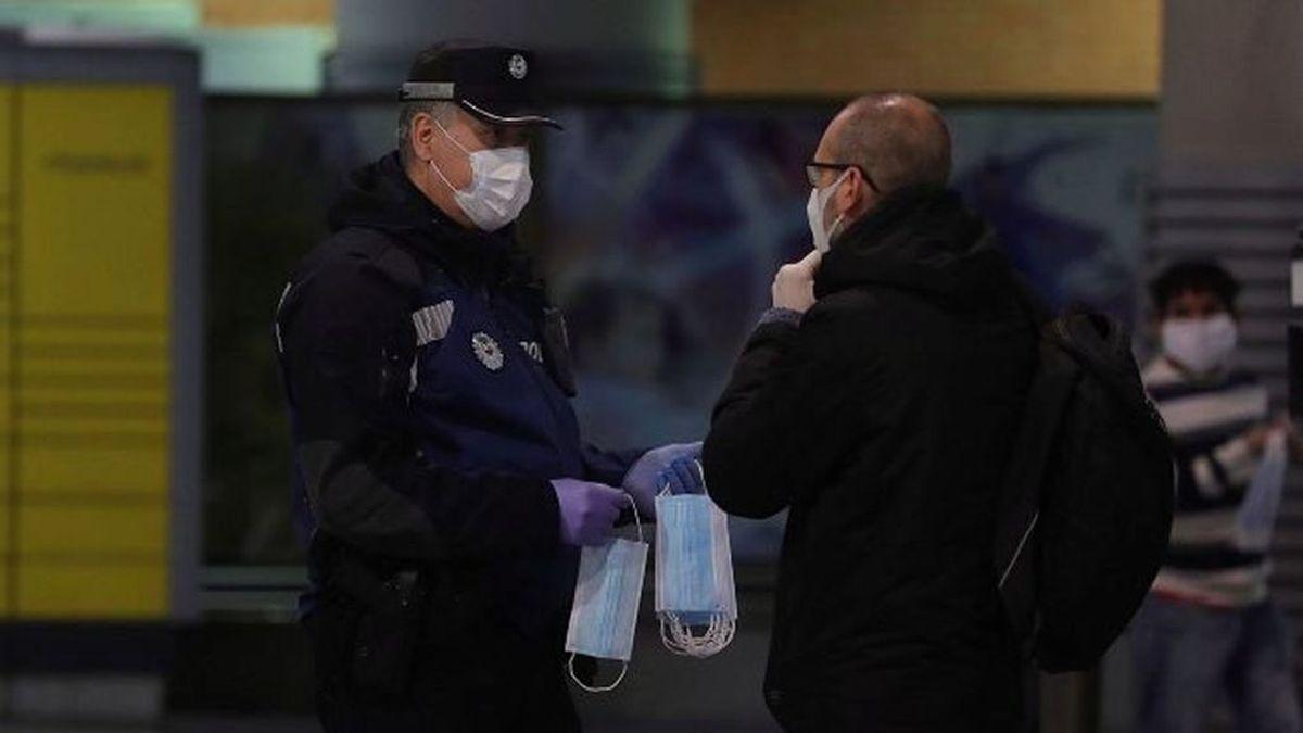 A prisión el hombre que se negó a ponerse la mascarilla en un colegio de A Coruña e intentó agredir a la Policía