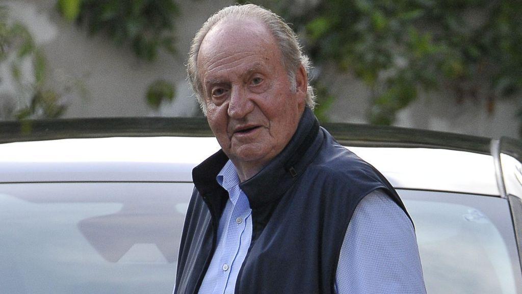 """""""Cuento los días para volver"""": la conversación del rey Juan Carlos con sus amigos desde Abu Dabi, contada por Pilar Eyre"""