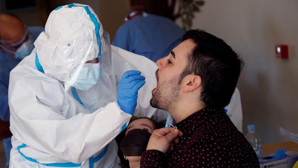 El atasco de las PCR en España dificulta el control de las cadenas de contagio de coronavirus