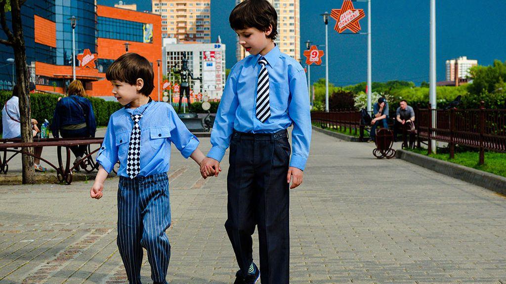 Hermanos mayores que han madurado mucho durante la pandemia: eso notan los profesores en la vuelta al cole