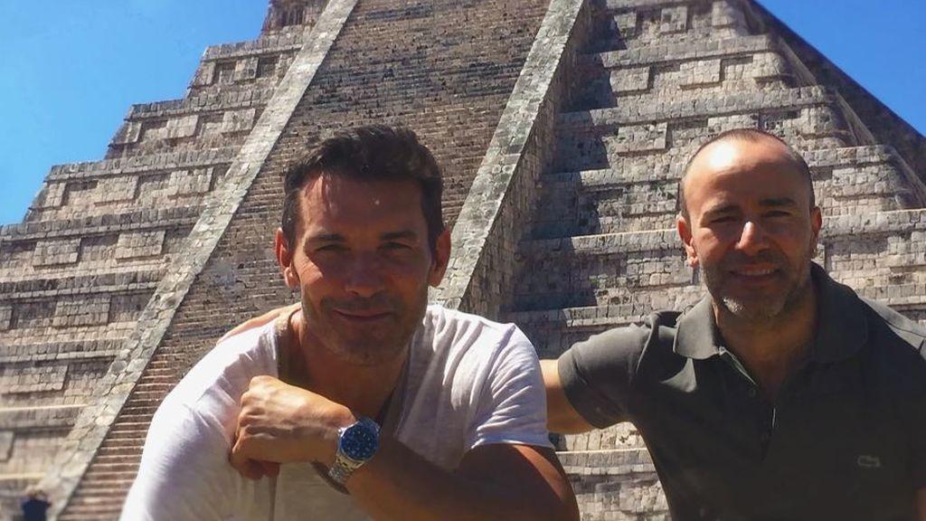 """Jesús Vázquez confiesa el flechazo que tuvo con Roberto, su marido: """"Nos miramos y hasta hoy"""""""