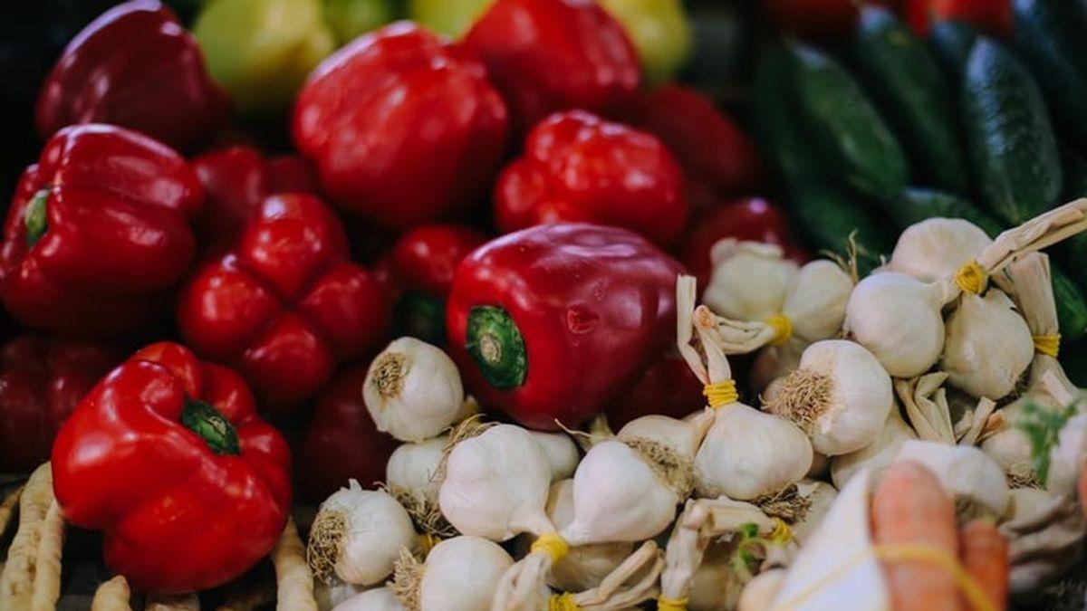 Alimentos que no tienen fecha de caducidad pero se estropean: cuándo deshacerse del brócoli o los ajos