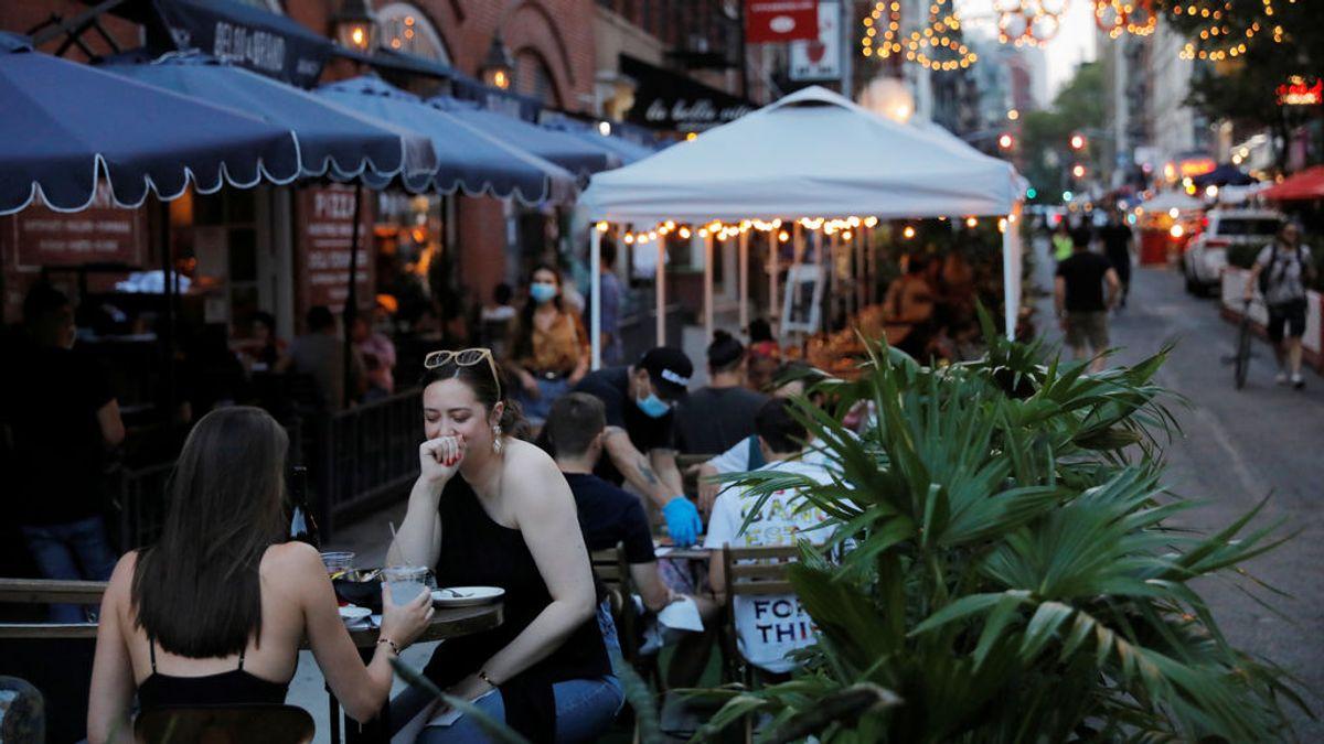 Un estudio apunta a la correlación entre los positivos por covid19 en EEUU y las cenas en restaurantes