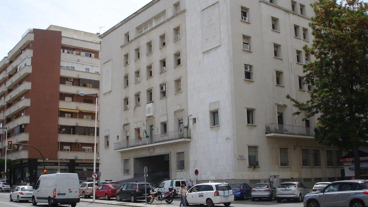 Unos padres de Huelva reclaman clases telemáticas para sus  hijos por problemas de salud