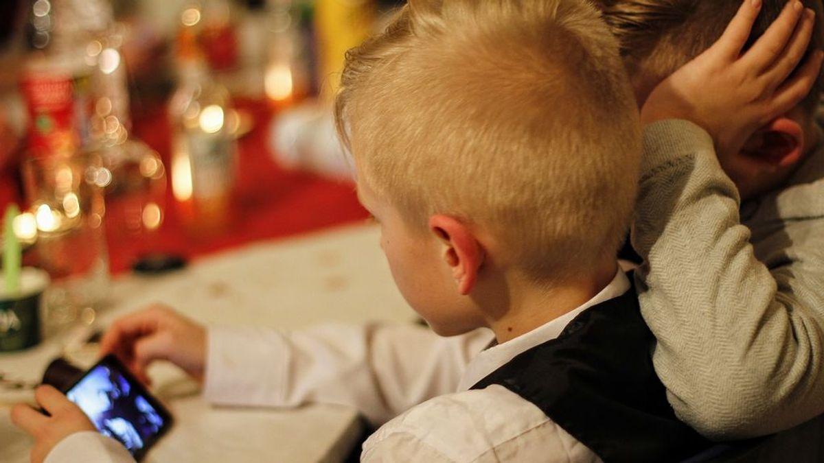 Consejos para desenganchar a los niños de las pantallas en la vuelta al cole: ofrecer alternativas  y predicar con el ejemplo