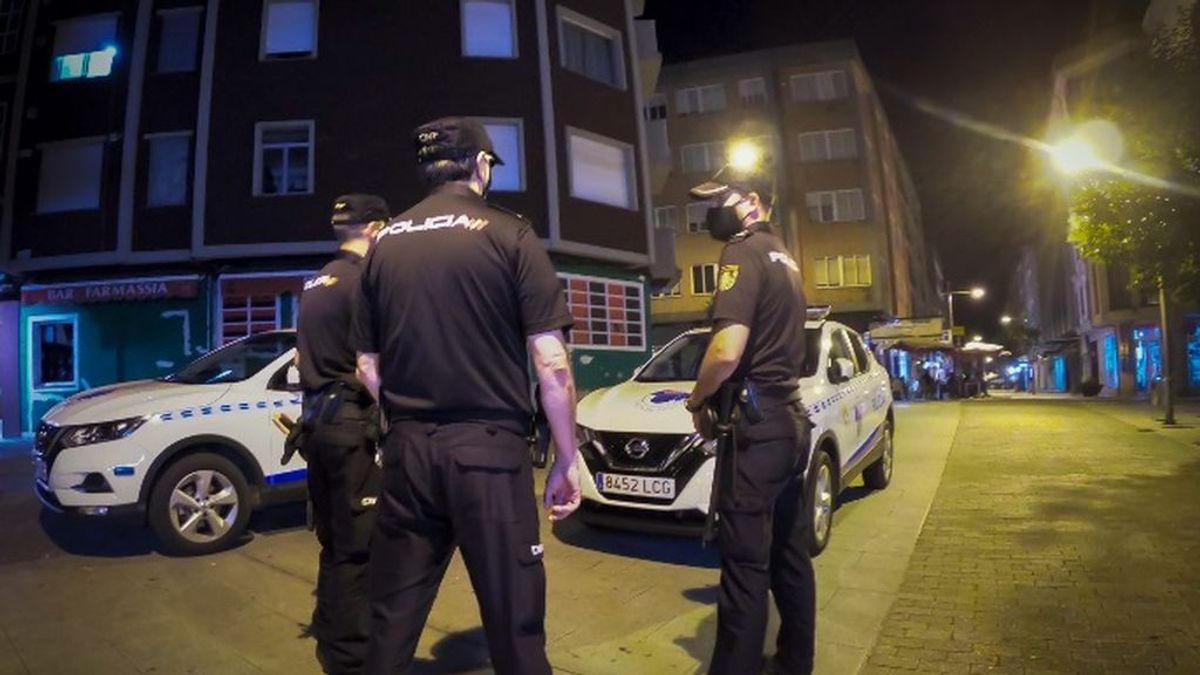 Desalojan un restaurante con más de 200 personas sin mascarillas y una quedada de vehículos en Vigo
