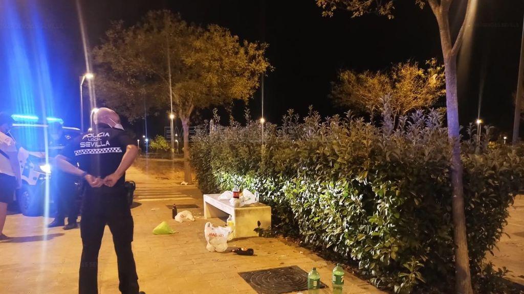 Disuelven una multitudinaria concentración de jóvenes en Sevilla que fue detectada por las redes sociales