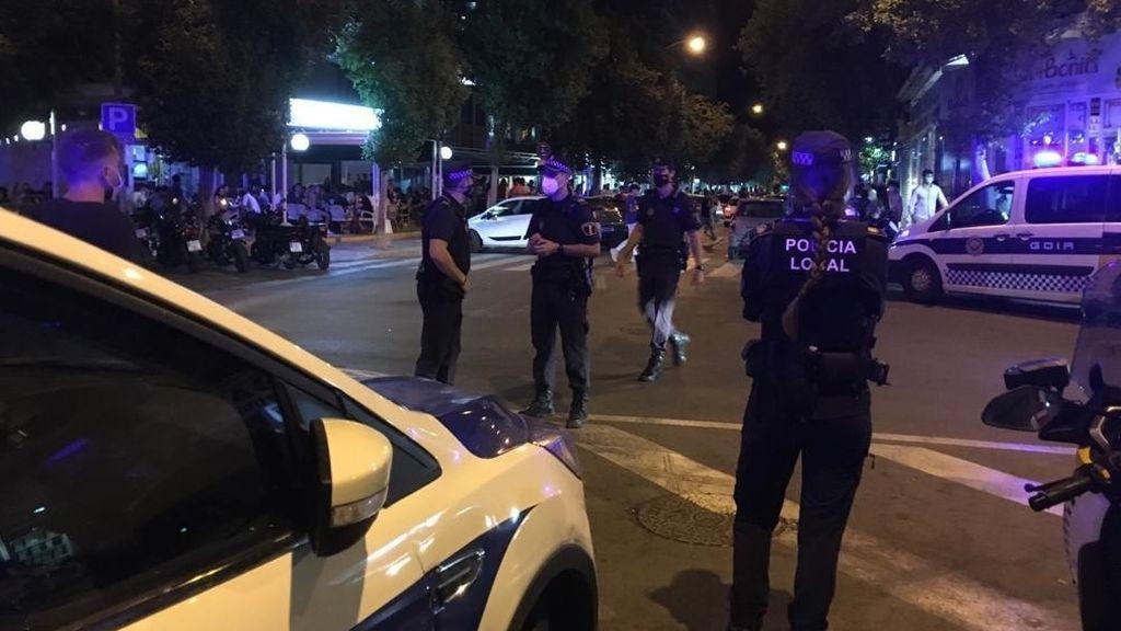 Desalojan un restaurante con 200 personas sin mascarillas y una quedada de un centenar de vehículos en Vigo